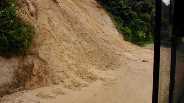 Palembayan-Bukittinggi longsor (25 November 2015)(1)
